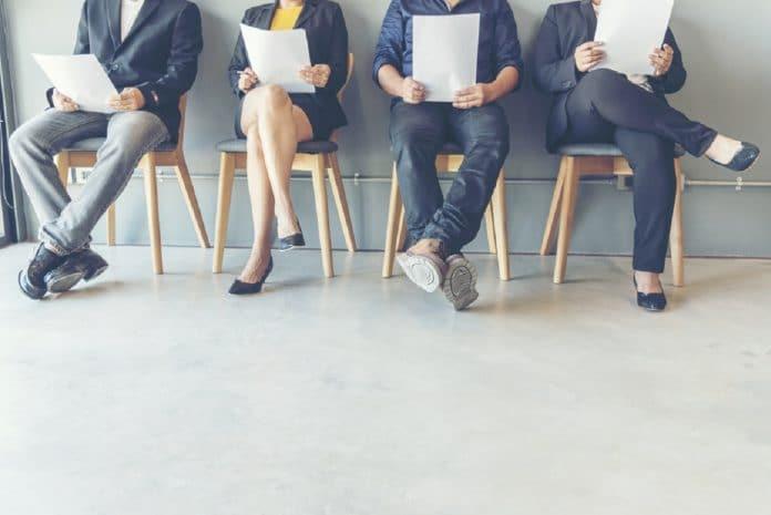 Chef d'entreprise : puis-je embaucher une personne au statut d'auto-entrepreneur ?