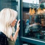 Comment décorer une vitrine pour un événement exceptionnel ?