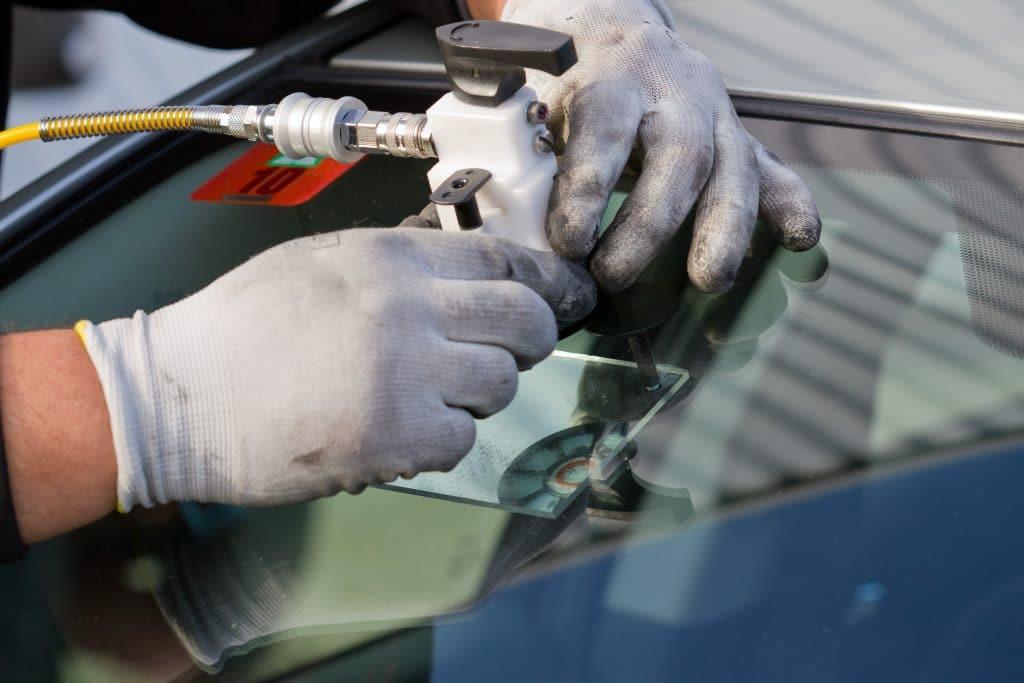 Comment réparer une fissure dans un pare-brise ?