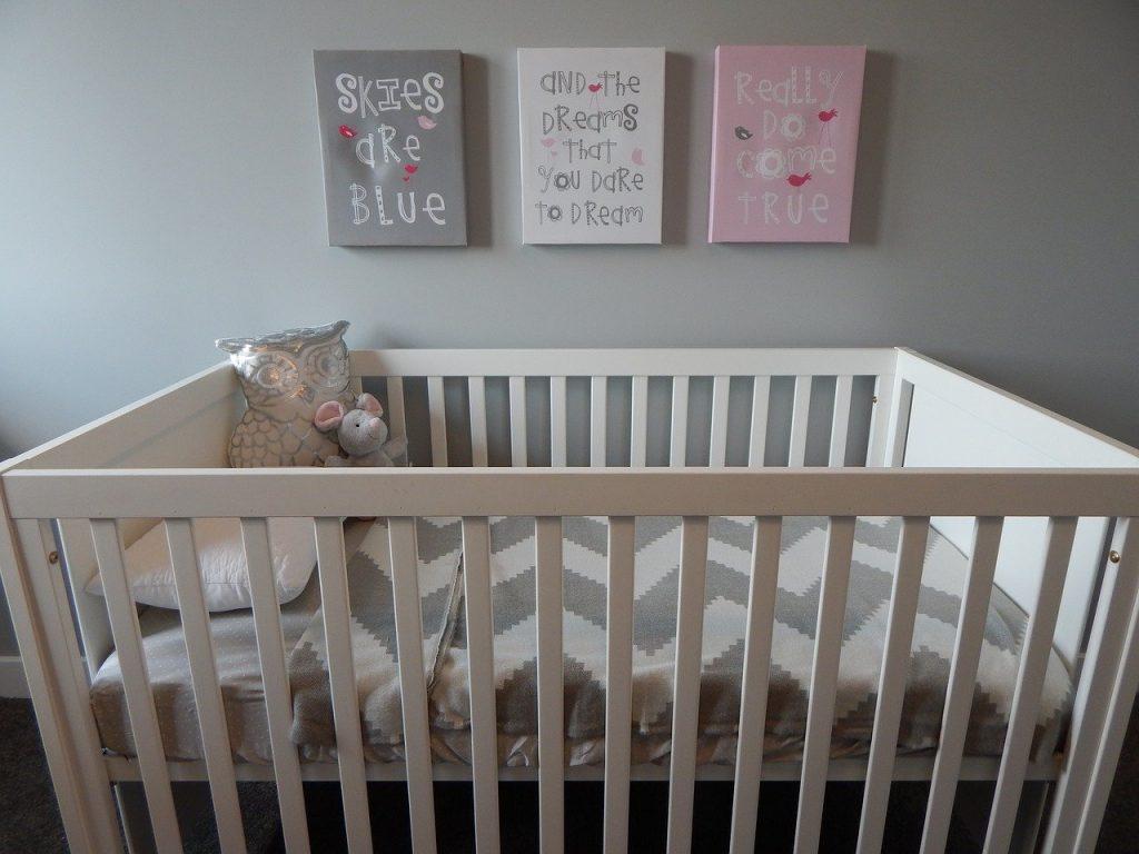 Où placer le lit dans une chambre d'enfant ?
