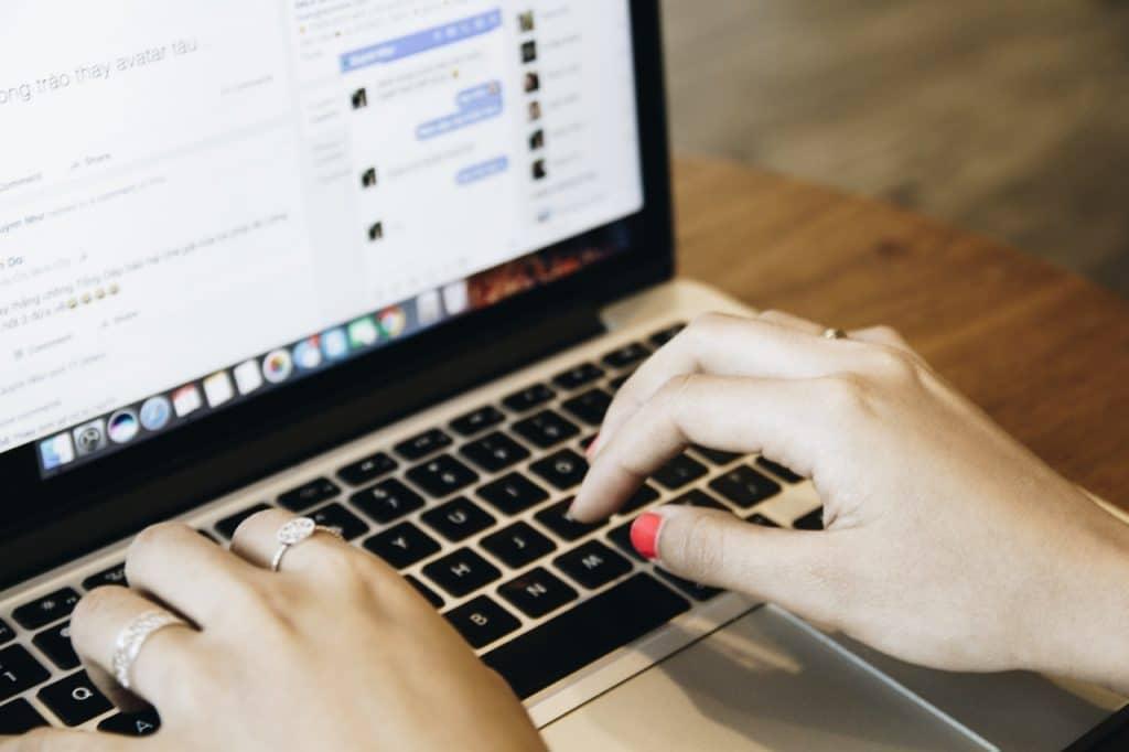 Comment taper des caractères spéciaux sur un clavier Mac