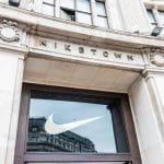 Comment Nike a su démocratiser ses modèles classiques auprès des femmes ?
